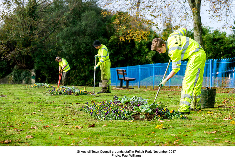 Council grounds staff in Poltair Park november 2017